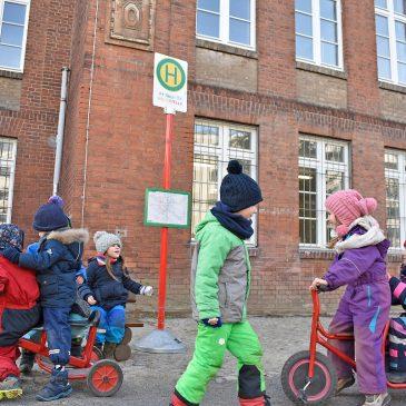 Haltestellenschild in der Trilingualen Kindertagesstätte in Magdeburg