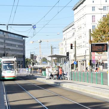 Die Linie 10 bedient die Haltestelle City Carré/Hbf.
