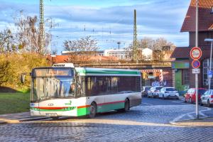 Die Buslinie 66 auf einer Umleitungsstrecke am S-Bahnhof Südost. (Foto: Christian Schulz)