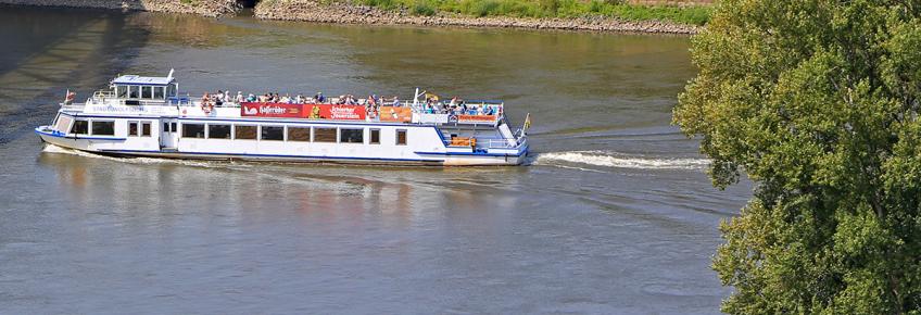 Schiff der Weißen Flotte Magdeburg an der Sternbrücke (Foto: Peter Gercke)