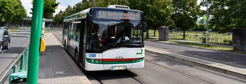 Buslinie 51 an der Haltestelle Messegelände