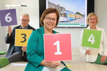 v.l. Uwe Schulz, MVB-Abteilungsleiter Verkehrsplanung, Birgit Münster-Rendel, MVB-Geschäftsführerin und Cornelia Muhl-Hünicke, MVB-Abteiltungsleiterin Marketing (Foto: Peter Gercke)