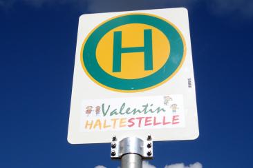 """Eine Kinderhaltestelle mit dem individuellen Namen """"Valentin"""""""