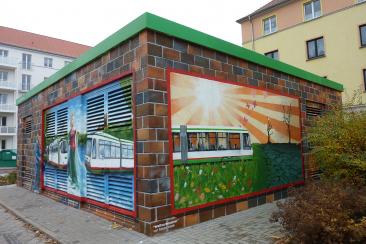 Ein durch Fahrgäste gestaltetes Gleichrichterunterwerk an der Leipziger Straße