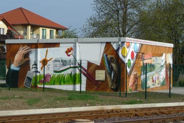 Ein durch Fahrgäste gestaltetes Gleichrichterunterwerk an der Leipziger Chaussee