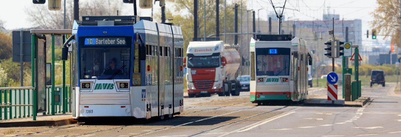 Linie 10 an der Haltestelle Hohenwarther Straße