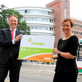 Uwe Adelmeyer, Vorstand der Sparkasse MagdeBurg und MVB-Geschäftsführerin Birgit Münster-Rendel