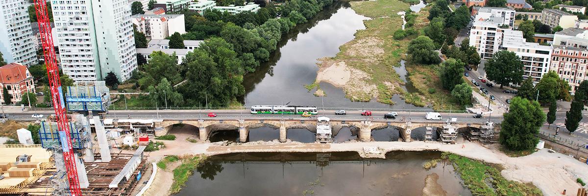 Straßenbahn auf der Zollbrücke (Foto: Peter Gercke)